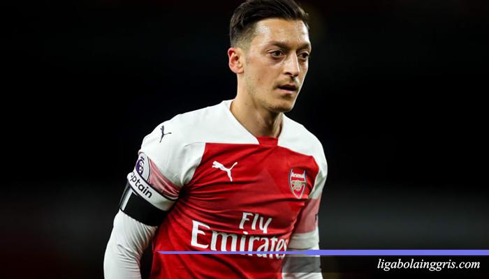 Ozil Telah Pensiun Dari Arsenal